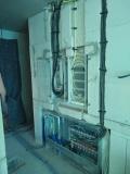 Strom- und Heizungsverteiler mit Leitungen